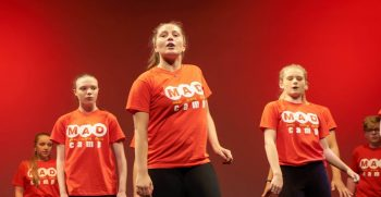 sejours-linguistiques-theatre-danse-chant-camp-Irlande-7-min